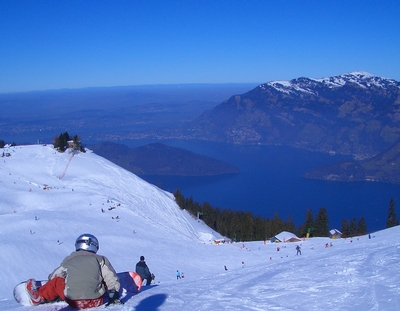 Snowboarding on Mount Klewenalp
