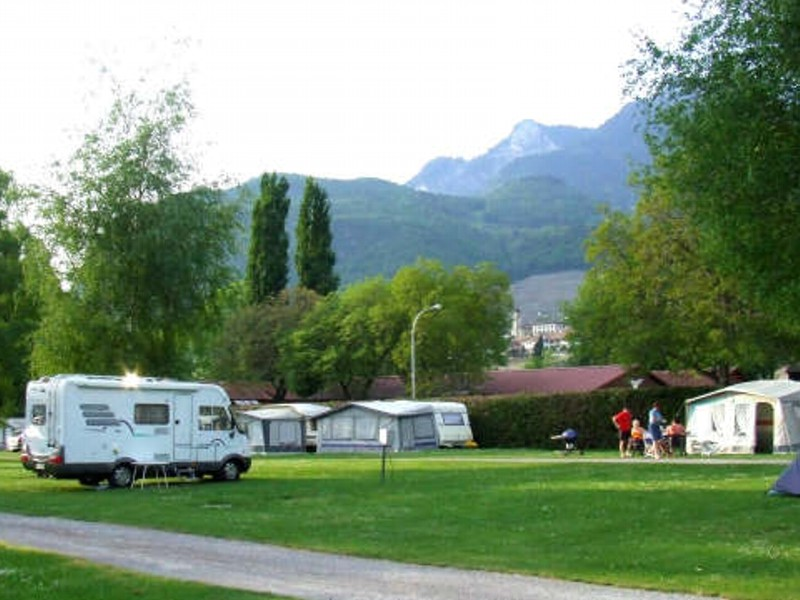 Office du tourisme d aigle campings for Camping piscine