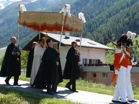 Procession Fte-Dieu - Ltschental