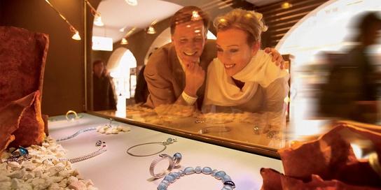 Ob Uhren und Juweliere, Souvenirs und Geschenke, Mode, Accessoires oder Delikatessen.