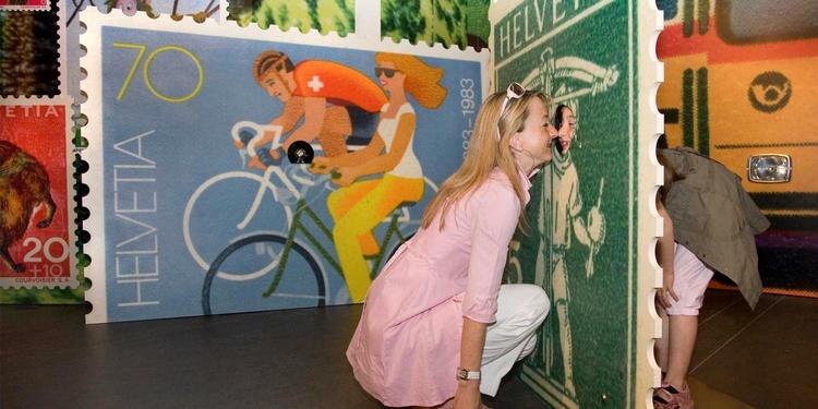 Dauerausstellung: Bilder, die haften - Begehbare Briefmarkenwelt