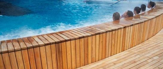 Übernachten Sie im Holiday Inn Bern Westside und profitieren Sie von 3 Stunden Wasserpark, Saunen & Fitness des Bernaqua
