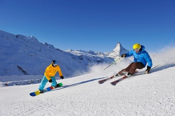 Skifahren und Snowboarden: Das Matterhorn stets vor Augen.