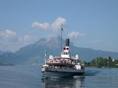 Dampfschiff in Küssnachter Bucht mit Pilatus