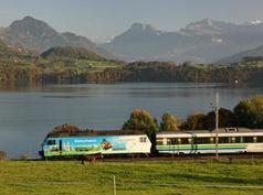 Voralpen-Express am Vierwaldstättersee