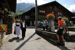 Dorfrundgang Bönigen - Trachten - Brunnen