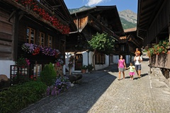 Village tour of Brienz