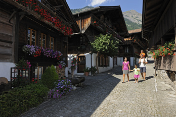 Village tour of Brienz