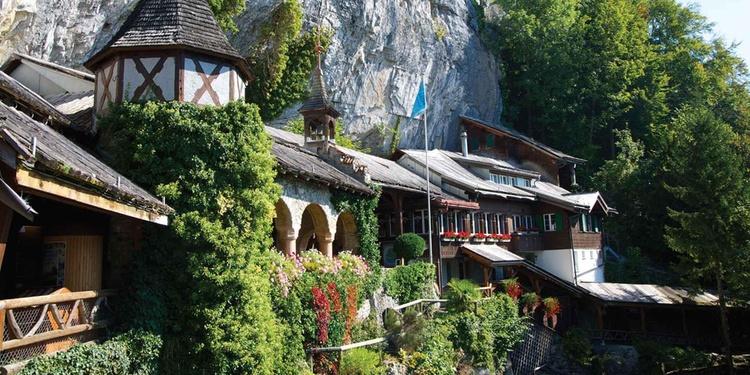 Die St.Beatus-Höhlen zählen zu den beliebtesten Ausflugzielen am Thunersee.