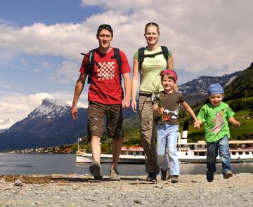 Familienausflug am Weg der Schweiz © perretfoto.ch