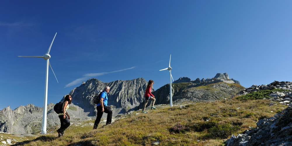 Hiking wind turbines