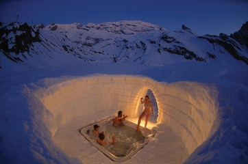 Jacuzzi im Iglu-Dorf