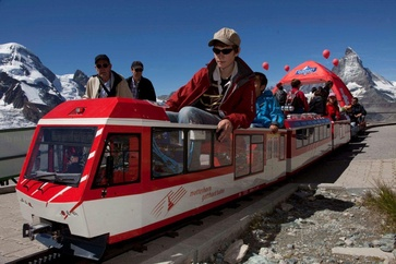 "Fun for the whole family: ""Kometin"", the miniature railway operated by Matterhorn Gotthardbahn on Riffelberg."