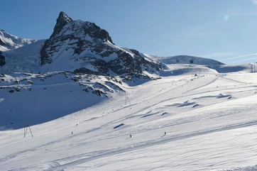 Snowy fun in Zermatt: Testing the latest ski models in the sunny winter world – Zermatt ski testing now also for day trippers.