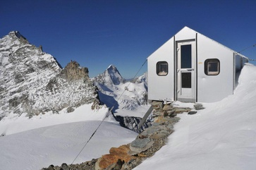 The Schalijoch bivouac was built in 1963 by the SAC Basel Section. (Foto: Ludwig Weh, Visp)