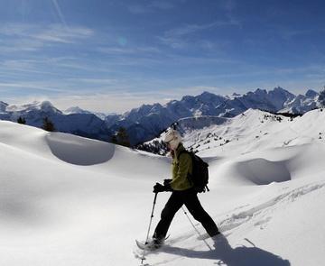 Schneeschuhlaufen auf den Eggbergen © perretfoto.ch