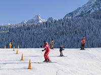 A l'école de ski, les enfants apprennent en jouant