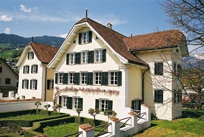 Grundacherhaus mit der Kantonsbibliothek Obwalden